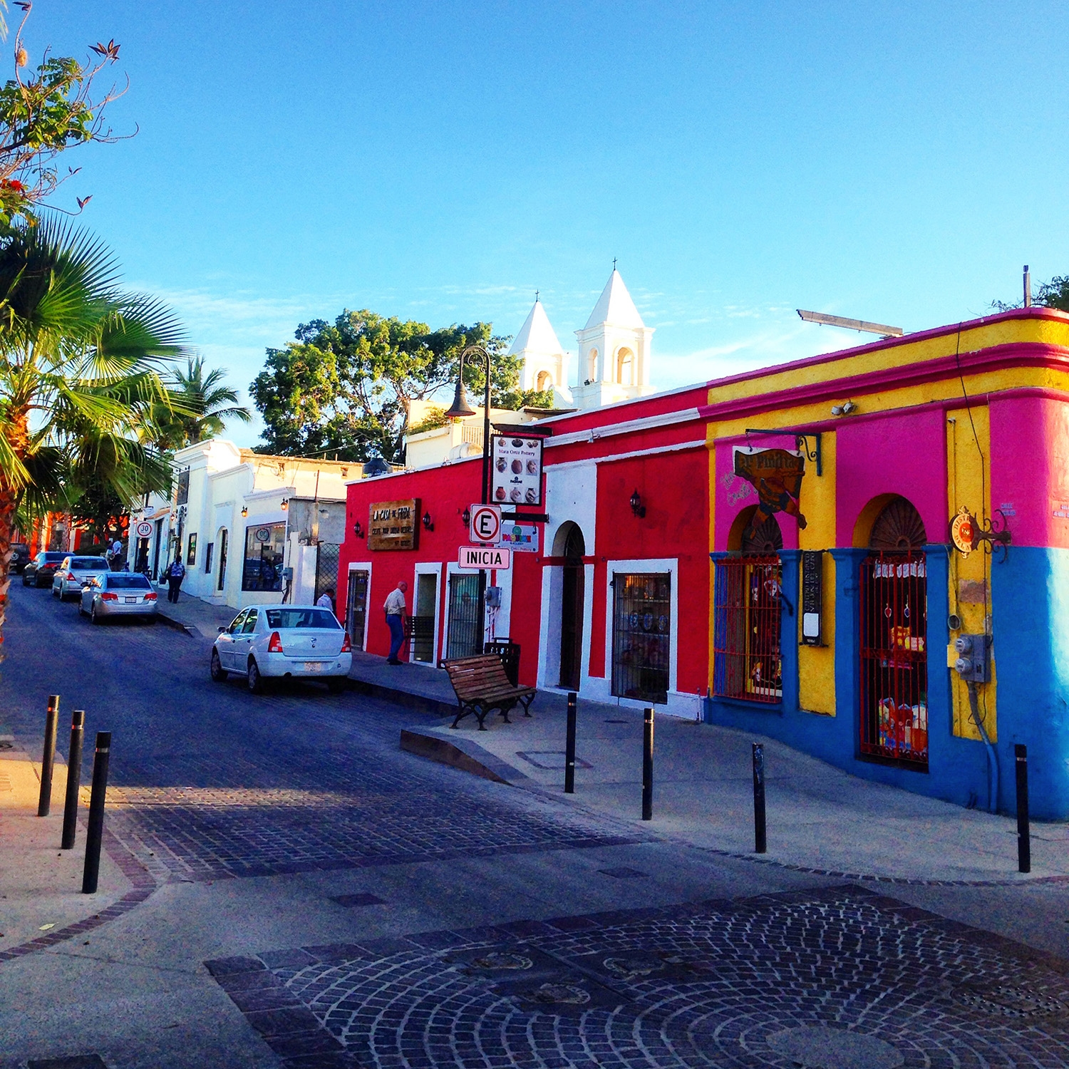 Vibrant building along the streets of San Jose Del Cabo