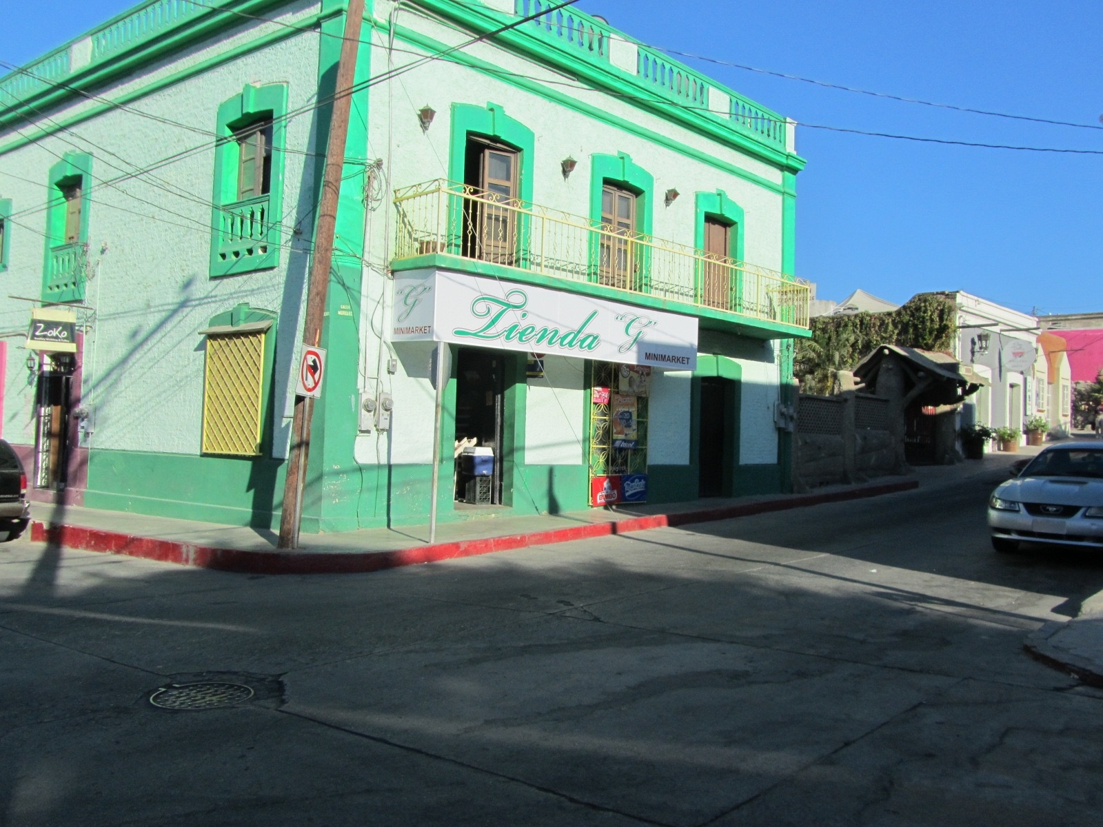 Different shades of green on a corner store in the streets of Cabo