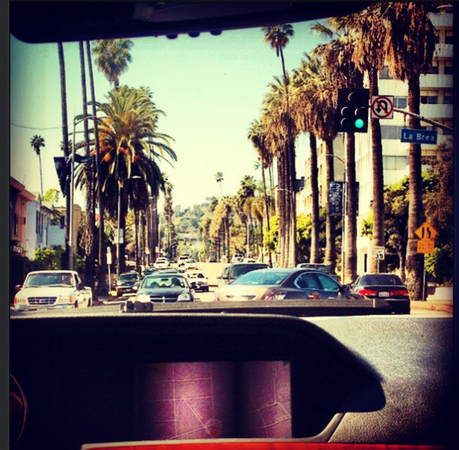 Busy streets and palm trees in La Brea, March 2013
